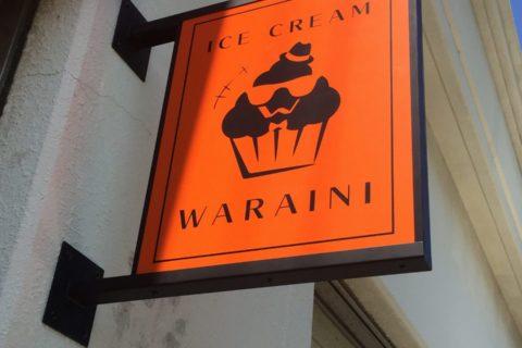 オレンジが鮮やかでキャッチーなアイスクリーム屋さん